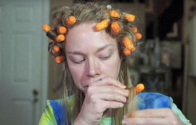This YouTuber Curled Her Hair Using Cheetos And It's Hilarious
