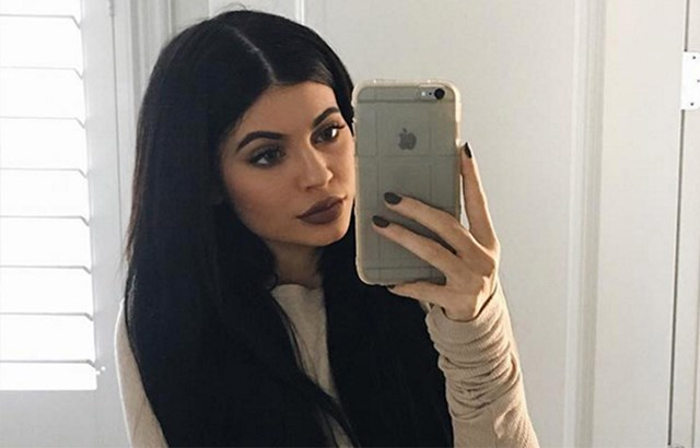 Fans Just Pointed Out Kylie Jenner's Hilariously Awkward Photoshop Fail