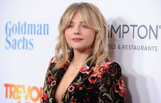 Chloë Grace Moretz Called The Cops On Her Fans For The Weirdest Reason Ever