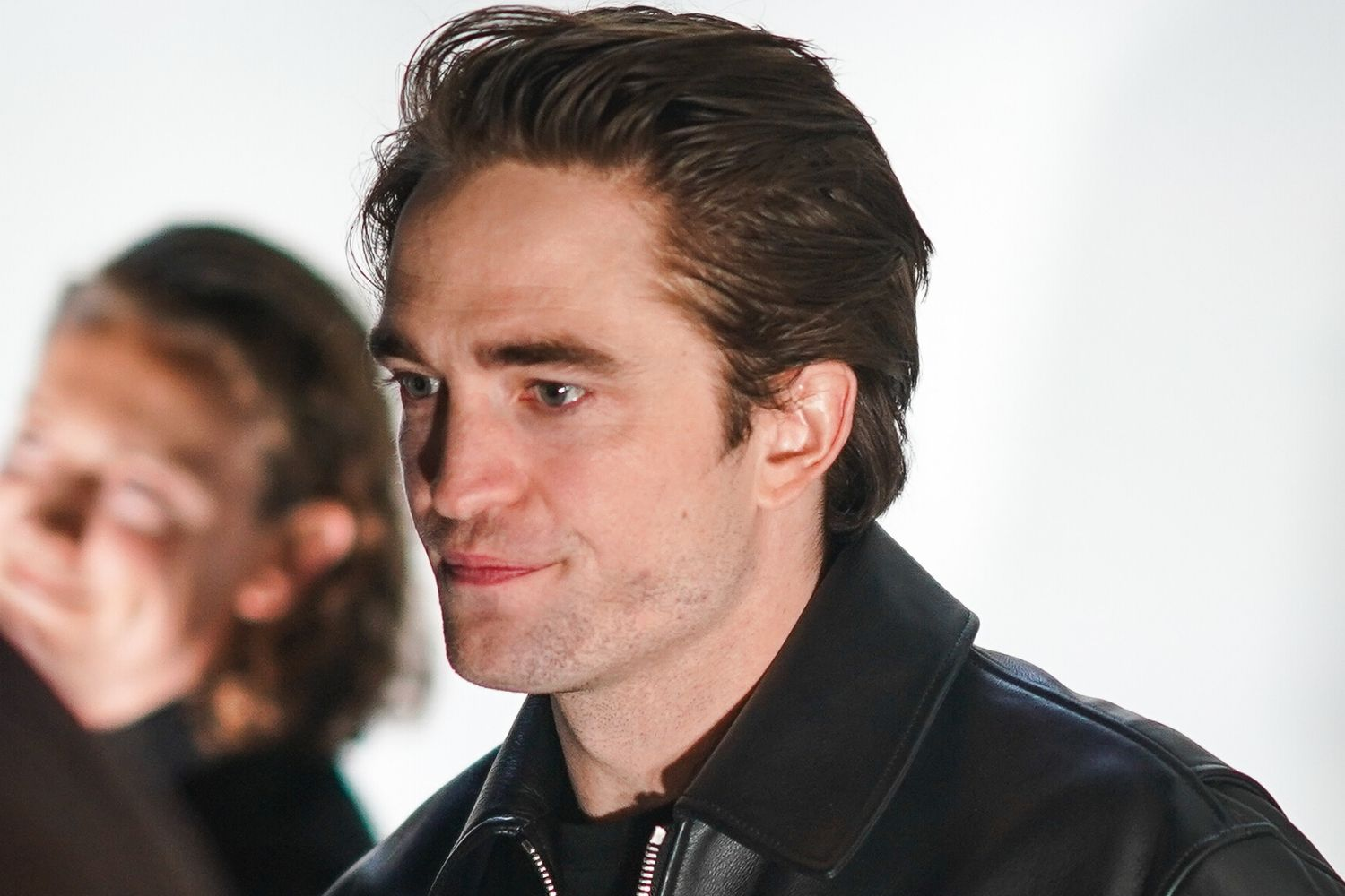Robert Pattinson dishes on the VERY weird thing he smells like